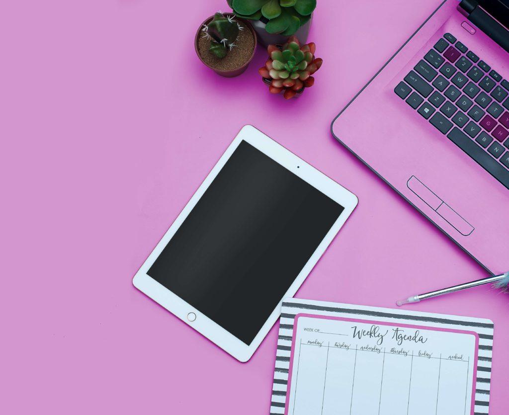 ピンク色とタブレット・パソコン
