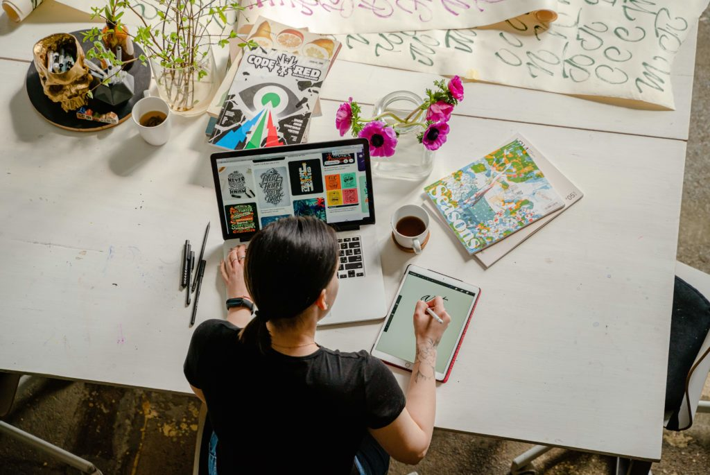 雑誌とパソコン